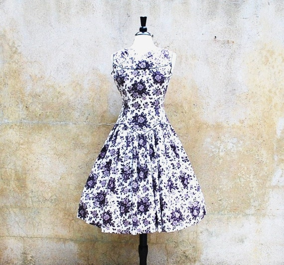 1950s dress - black and white rose floral sleeveless cotton 50s dress - medium
