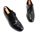 1960s Men: Black Oxfords with Raised Heels and Cap Toe, Dress Shoes in Mad Men Fashion in Size 7 1/2.