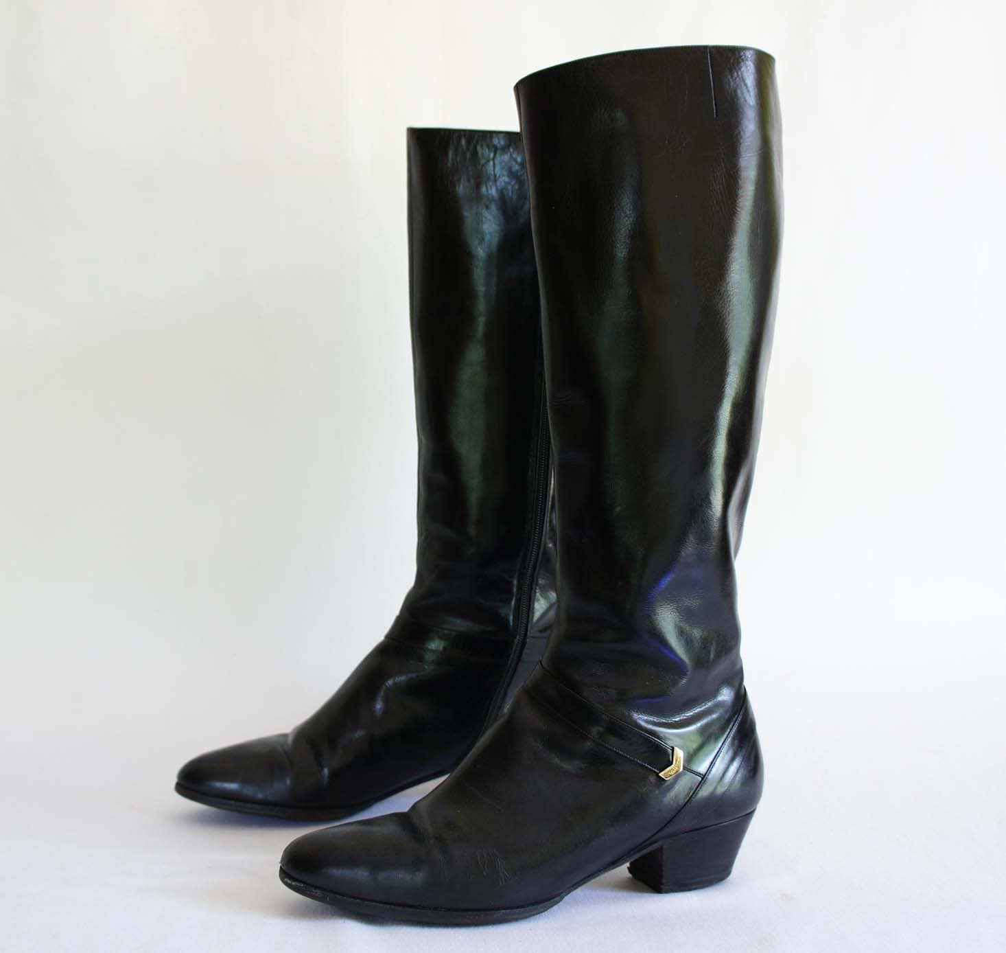 vintage ferragamo boots in a black leather fashion boot