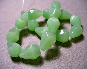 Glass Beads Green Faceted Briolettes 14x10MM