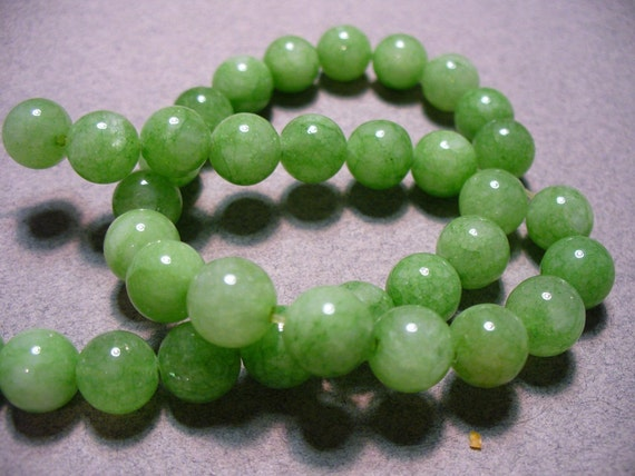 10 - 8MM Spring Green Jade Round Beads