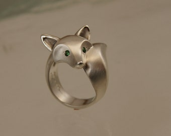 "silver fox ring . colored stone eyes. ""satin"" finish"
