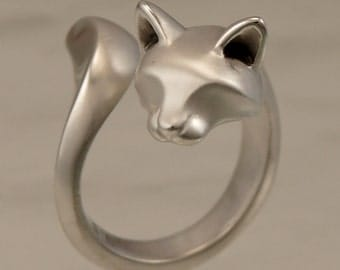 forrest cat ring,  silver with blue sapphire eyes