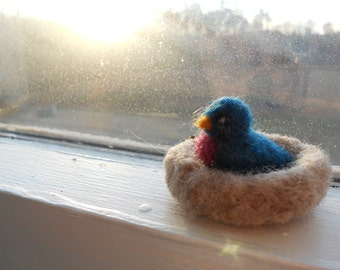 Tiny Felt Bluebird in Nest / Nature Table Wool Felt Bird Miniature / Waldorf Animal Soft Toy / Needle Felted Bird Figurine