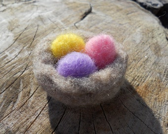 Nest with Easter Eggs / Needle Felted Waldorf-style Miniature / Easter Decorations / Springtime Nature Table / Doll House Toy