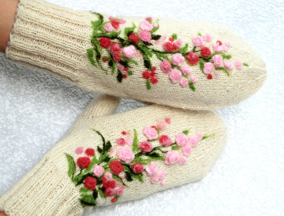 White winter style mittens - warm and beautiful
