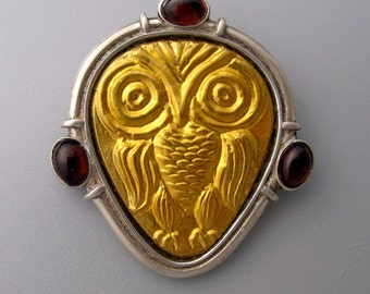 Owl - broach of pure gold repoussee on silver garnets