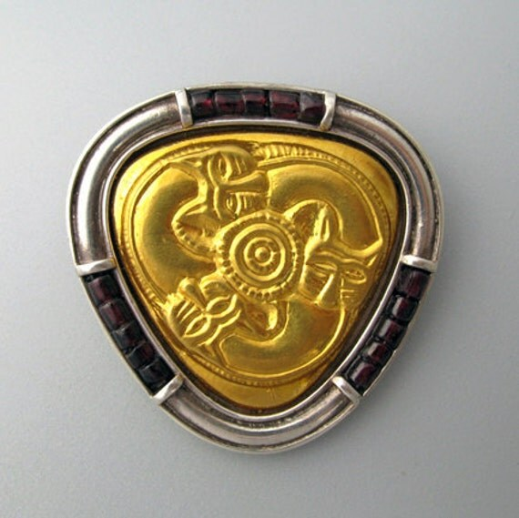 Three lions - broach of pure gold repoussee on silver and garnets