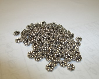 4x1mm metal alloy daisies