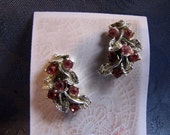 Vintage Earrings Pink Rhinestones Silvertone Screwbacks