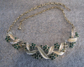 Beautiful Vintage Necklace Green Rhinestone Goldtone