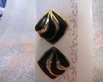 Open  work Earrings Black Gold Vintage pierced