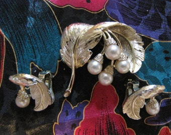 Vintage Brooch Earrings Faux Pearl Feather Pin