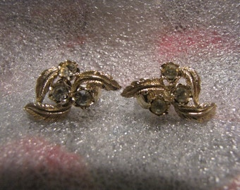 Coro Vintage Earrings Rhinestone Goldtone Leaves Clip