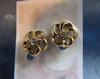 Vintage Earrings Rhinestone Goldtone Flower Screwbacks