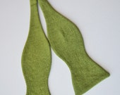Mens Freestyle Bowtie in Olive Green Linen