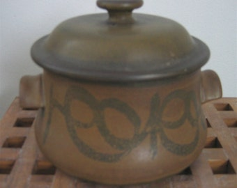 Stoneware Designs West, Art Pottery Covered Casserole. 1970's.   Vintage dish with lid. Modernist Glaze.