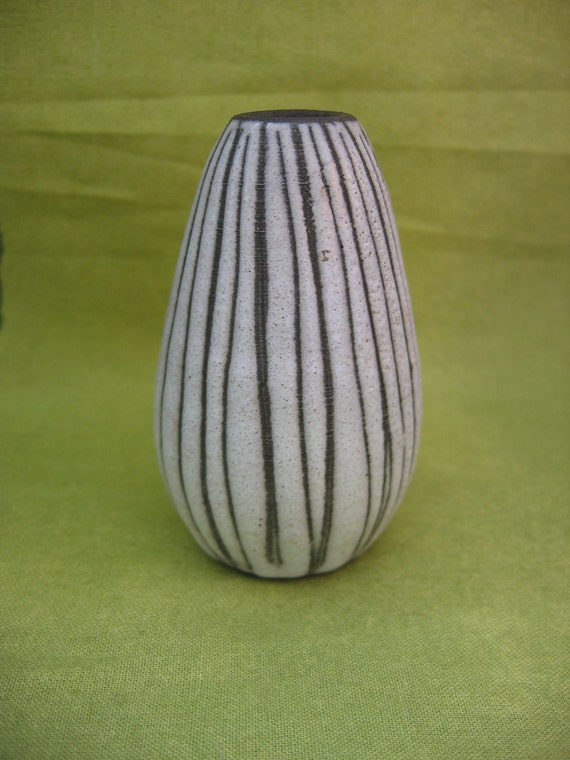 Vintage Modern Art Pottery Vase.  Unmarked 1960's Weed Pot.   Cream white Glaze over dark clay body.