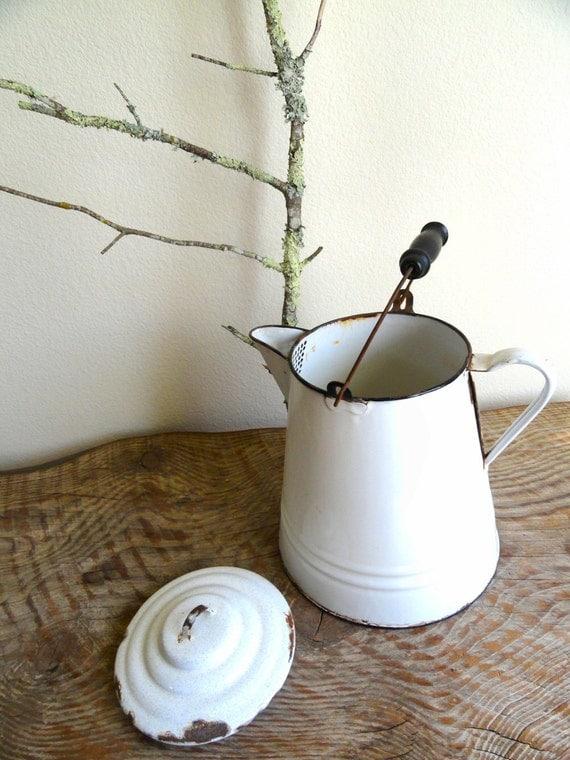 vintage enamel kitchenware • vintage frills