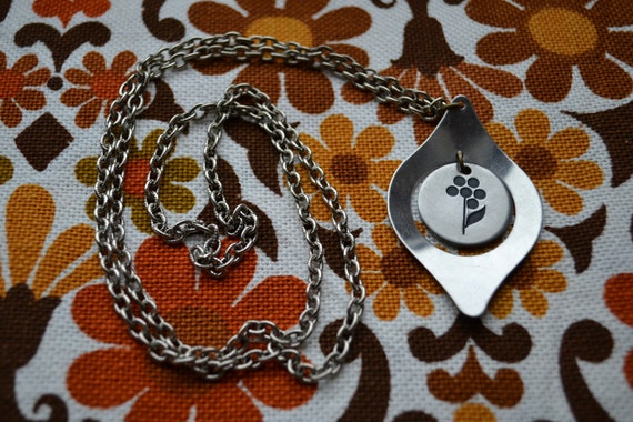 Vintage 1960s 1970s space-age stainless steel necklace