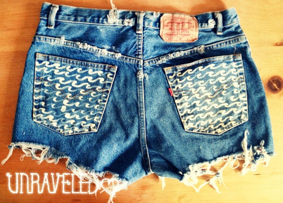 High Waist Levis Denim Shorts with Wave pockets (Size XL)