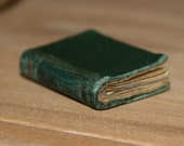 Miniature Book Shakespeare's Winter Poems Green