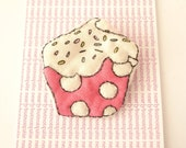 Pink dotty quilted cupcake brooch