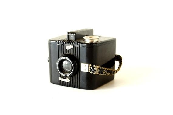 Vintage Kodak Six-20 Bull's Eye Brownie Camera (c.1938) - Art Deco Home Decor, Collectible