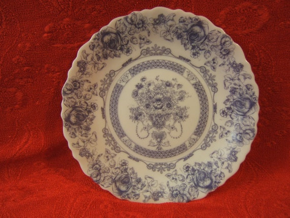 Honorine Blue Floral Pattern Plate from Arcopal, France