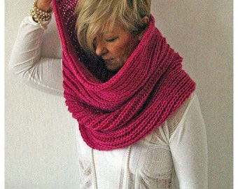 SALE. Voluminous circle scarf. Pink.