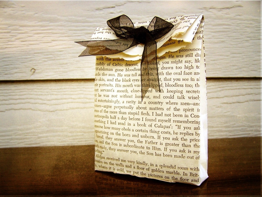 Vintage Book Gift Favor Bags Set of 3 Black by theepapergirl