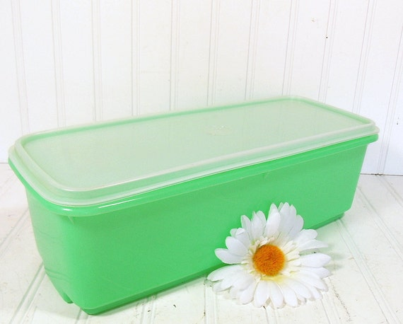 TupperWare Large Spring Green Celery Keeper - Vintage Plastic 3 Pieces - Bread Box / Container
