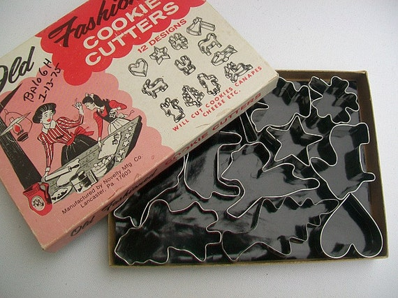 Boxed Set of Vintage Cookie Cutters - Original Box of 12