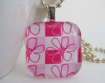 Checkered Flowers Pendant with Free Necklace