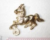 "2 pcs 2"" x 1 3/4"" VINTAGE Bright Goldtone Metal HORSE Pin 139"