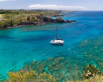 Hawaii Maui snorkel bay Honolua Bay aqua turquoise water sailboat travel photography panorama