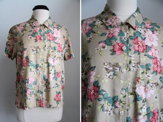 S A L E was 25.00 Vintage 90s Spring Floral Pocket Shortsleeve Shirt L