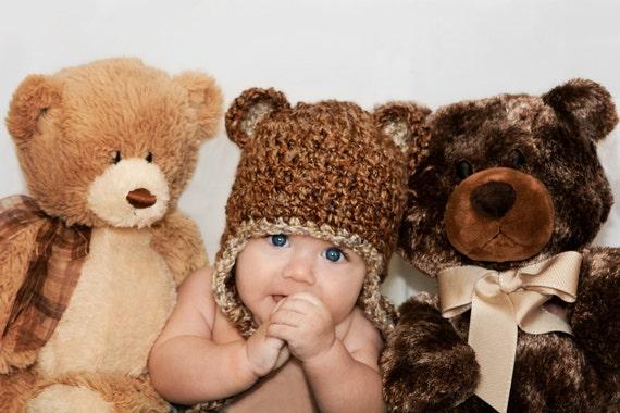 آنجاییکه فازی خرس کلاه خاج در ریگال زمین و شیل .... سرپا نگه داشتن عکس بزرگ