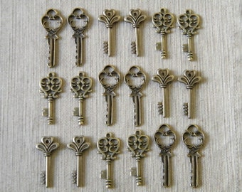 The Lost Keys - Skeleton Keys - 18 x Antique Brass Bronze Vintage Skeleton Keys Small Key Charms Set