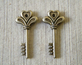 Potter - Skeleton Keys - 10 x Antique Brass Bronze Tiny Vintage Skeleton Key Charms