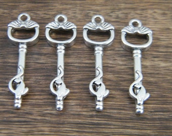 Atwood - Skeleton Keys - 26 Antique Silver Skeleton Key Charms Small Key Pendants Cat Keys