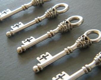 Christie - Skeleton Keys - 10 x Antique Silver Treasure Chest Vintage Skeleton Keys Key Set