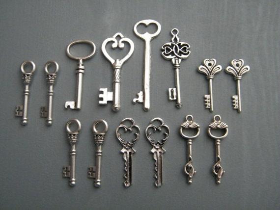 Keys to the Castle - 14 x Antique Silver Vintage Skeleton Keys Key Set