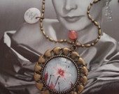 the Snow white's flower - Illustrated glass necklace