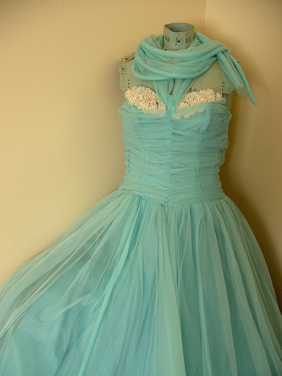 Robins Egg Blue size 32 XS Sweetheart Neckline Strapless Formal Prom or Evening Cocktail Party Dress 1940s or 1950s