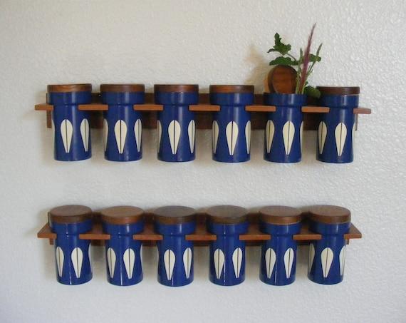 CATHRINEHOLM Blueberry Lotus Spice Jars (12) - Teak Racks and Lids - FREE Ship within US