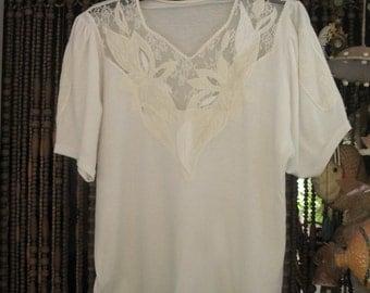 Ivory White Lace Appliquéd V-Necked Short-Sleeves Top, Vintage - Large