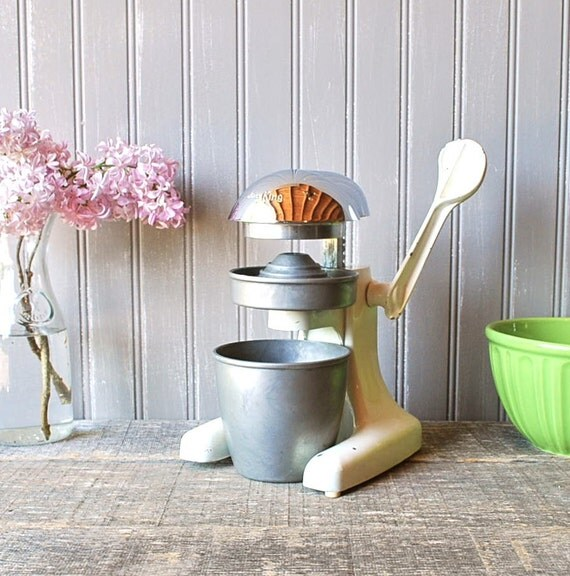 """Late 40s, early 50s """"Juice King"""" juicer"""
