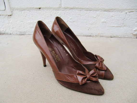 Vintage Brown Leather heels/pumps with bows Size 7