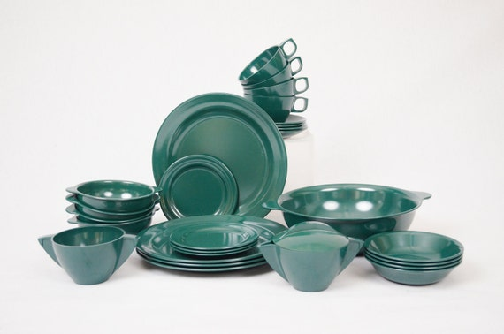 Vintage Mallory Mallo-Ware Melmac Serving Dishes - Complete 4-Place Hunter's Green Set - 28 Pieces - Mint Condition